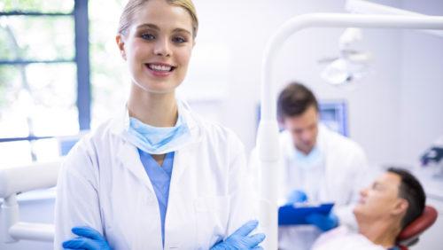 Na czym polega chirurgiczne leczenie periodontologiczne?